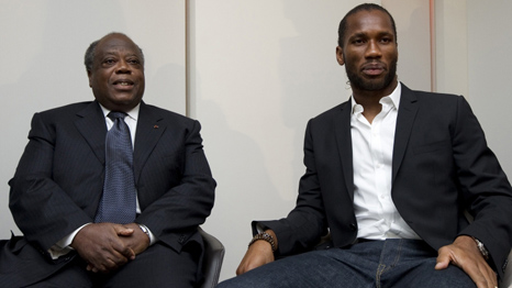 Didier Drogba and former Ivorian prime minister Charles Konan Banny (AFP)