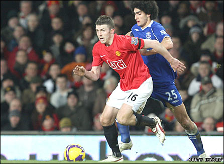 Michael Carrick in action against Everton
