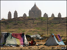 Shanties in front of a palace in India