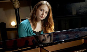 Classical Star: Sophie plays the Piano