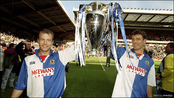 Chris Sutton celebrates winning the Premier League with Alan Shearer