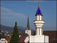 e39b5cafbb9be054c28697fe3c57074196cb32a3 - Swiss larang minaret masjid