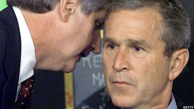 Джорджу Бушу сообщают о теракте 11 сентября 2001 года