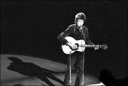 Bob Dylan appears on the BBC in 1965