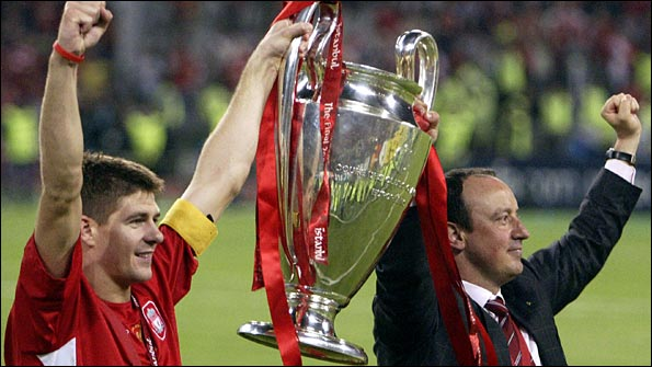 Benitez celebrates Liverpool's Champions League win over AC Milan with skipper Steven Gerrard