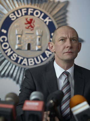 Chief Superintendent Stewart Gull, played by Ian Hart, faces the press
