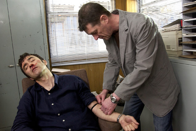 Ewan injecting Lewis with heroin