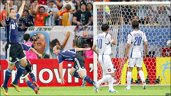 1f935f379 Esteban Cambiasso scores for Argentina against Serbia in the 2006 World Cup