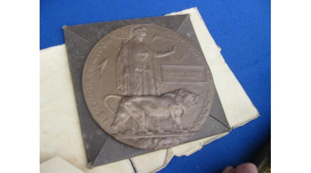 Brass death plaque and medal from WWI