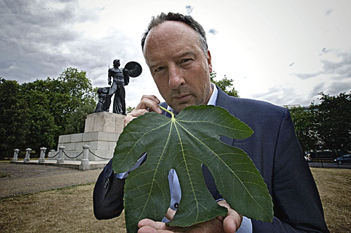 Stephen Smith holding a fig leaf