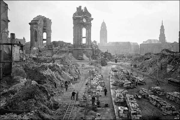 Výsledek obrázku pro foto bombardování drážďany