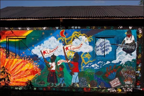 Bbc mundo oventik un caracol zapatista for Mural zapatista