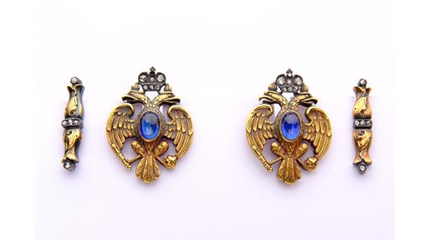 Gold Faberge cufflinks in form of Imperial Eagle. Copyright Harrogate Museums and Arts, Harrogate Borough Council