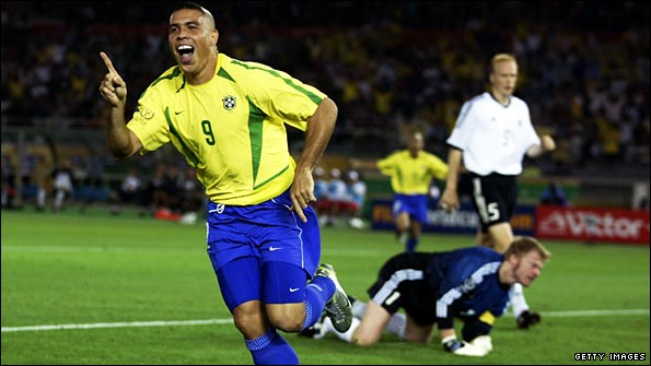 Ronaldo scores in 2002 World Cup final