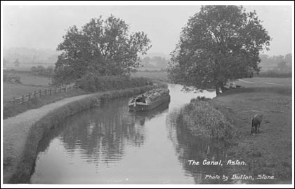 https://www.bbc.co.uk/stoke/content/images/2006/08/02/stone_canal_cargo_boat_12_420x270.jpg