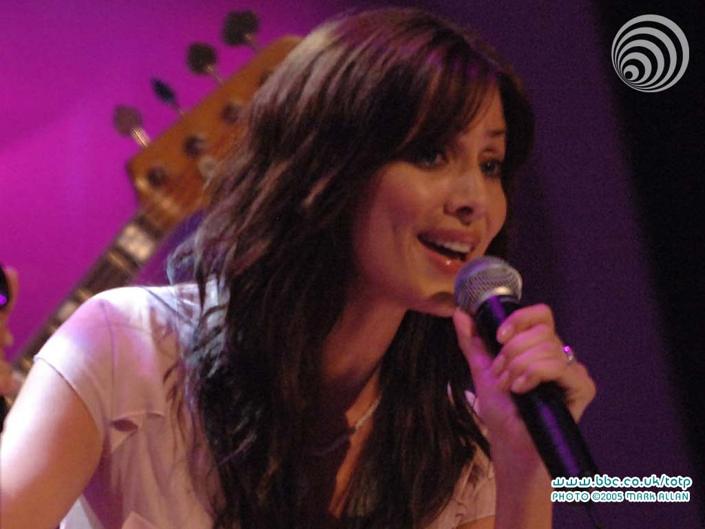 http://www.bbc.co.uk/totp/wallpaper/1024x768/natalie_imbruglia3.jpg