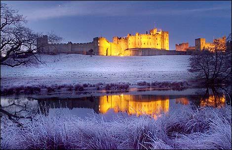 """Obrázek """"http://www.bbc.co.uk/tyne/content/images/2006/08/15/alnwick_castle_1_tc_470x305.jpg"""" nelze zobrazit, protože obsahuje chyby."""