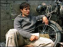 گائل گارسيا برنال در نقش ارنستو گوارای جوان