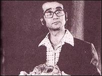 پرویز فنی زاده در نقش آقای حکمتی در فیلم رگبار