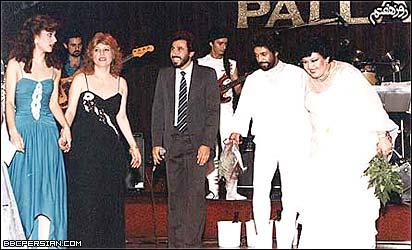 هايده، داريوش، شهرام شب پره، مری آپيک و ... در برنامه ای در هاليوود، حدود ۱۳۶۲/۱۹۸۳ (عکس از سايت ايرانيان)