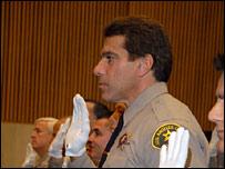 Lou Ferrigno faz juramento como policial em Los Angeles