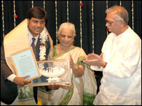 गिरिजा देवी और गुलज़ार के साथ मनोज भावुक