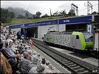 Inauguração do túnel Loetschberg