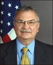 Đại sứ Mỹ Michael Michalak nói ông rất kính trọng ông Hoàng Minh Chính