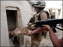 سرباز ناتو در هلمند