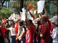 Người dân các giới ở Sài Gòn tuần hành, biểu tình phản đối Trung Quốc thôn tính Hoàng Sa - Trường Sa cuối năm ngoái 2007
