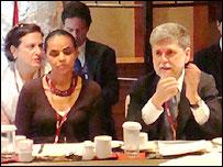 A ministra Marina Silva e o chanceler Celso Amorim durante reunião em Bali (Foto: Divulgação MRE)