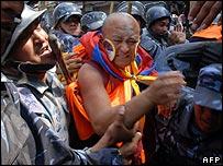Một nhà sư Tây Tạng trong cuộc phản kháng bắt đầu hôm 10.03.08