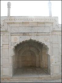 مسجد مرمر در باغ بابر