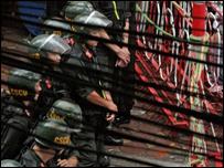 Cảnh sát chặn khu vực quanh tòa Khâm sứ cũ