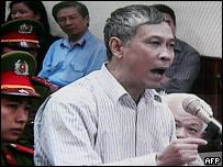 Nhà báo Nguyễn Việt Chiến