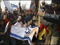 Soldados israelenses lançam morteiros na Faixa de Gaza